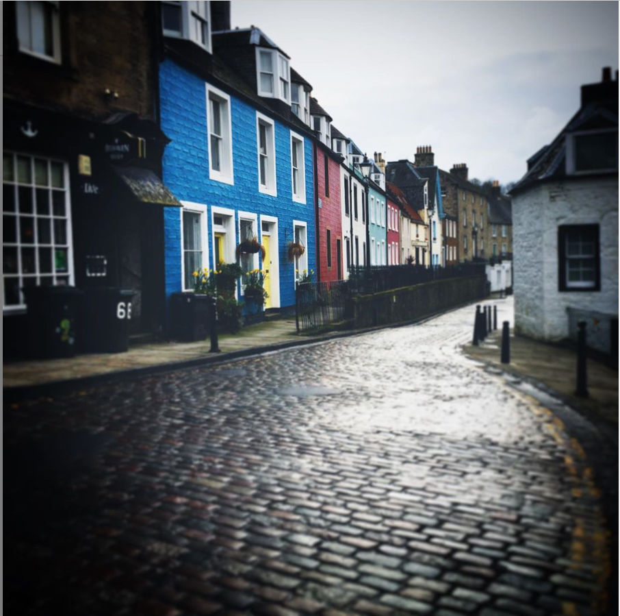 colourful-buildings-south-queensferry